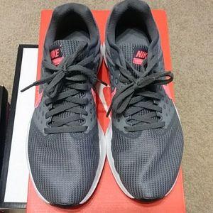 Woman's Nike Shoe